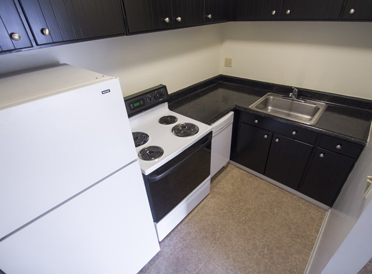 This is a picture of the kitchen in a 549 square foot 1 bedroom aprtment at Romaine Court Apartments in Cincinnati, OH.