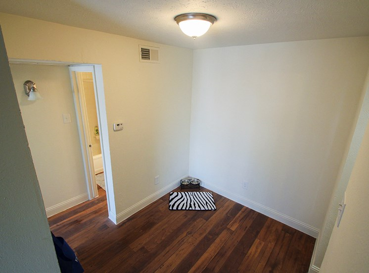This is a photo of the living room in a 558 dining area 1 bedroom apartment at The Summit at Midtown Apartments in Dallas, TX.