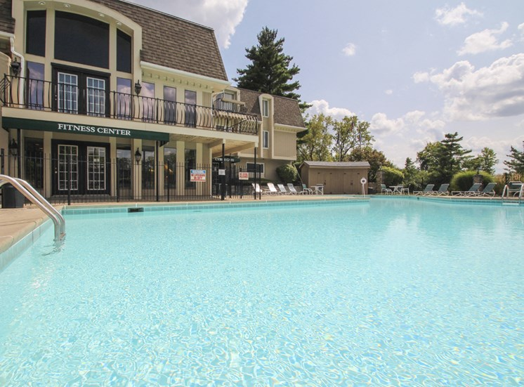 This is a photo of the swimming pool at Village East Apartments in Franklin, OH.