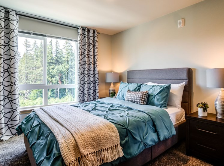Beautiful Bright Bedroom With Wide Windows at Panorama, Snoqualmie, WA