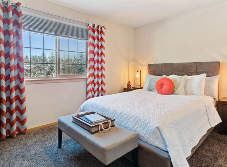 apartment-redcurtains1100x700