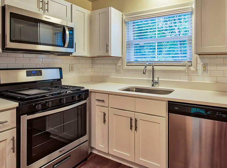 Upgraded kitchen at Millspring Commons Townhouses