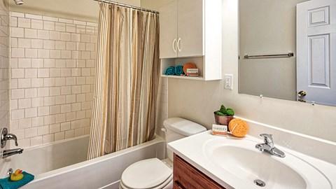 Barrington Apartments Bathroom