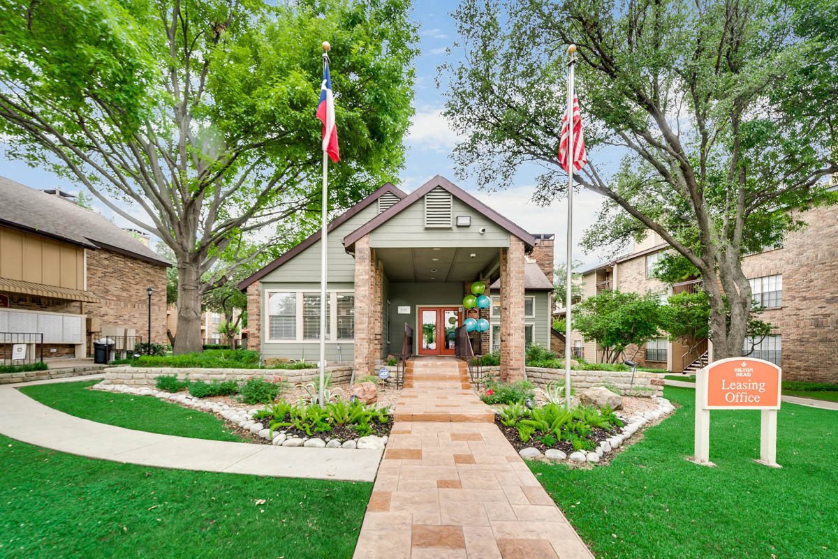 Hilton Head Apartments | Dallas, TX