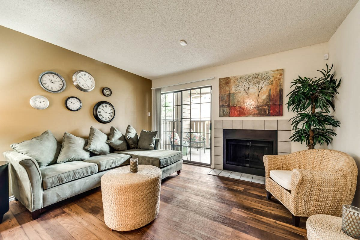 Hilton Head Apartments | Living Room | Dallas, TX