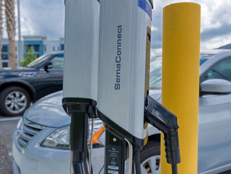 Ciel Luxury Apartments | Jacksonville, FL | Electric Car Charging Station