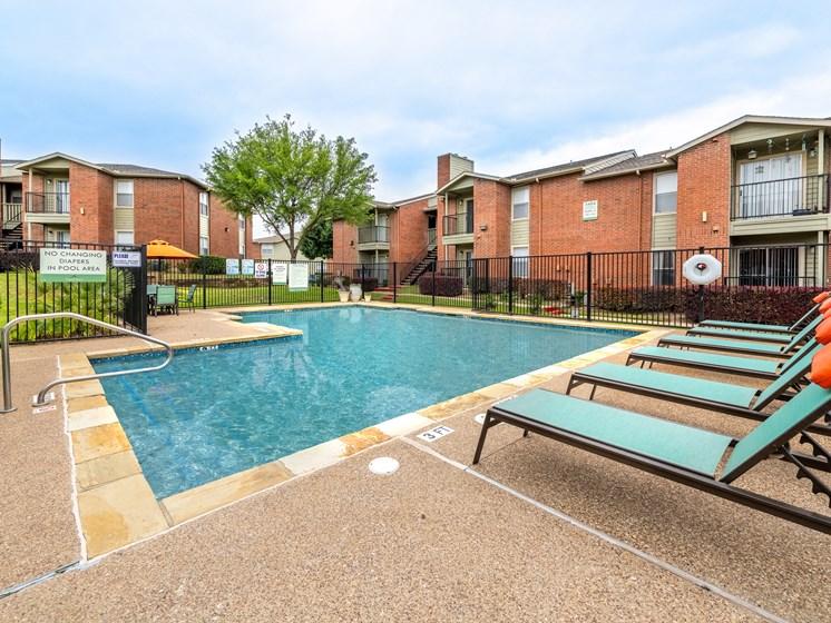 Dakota Ridge Apartments Pool