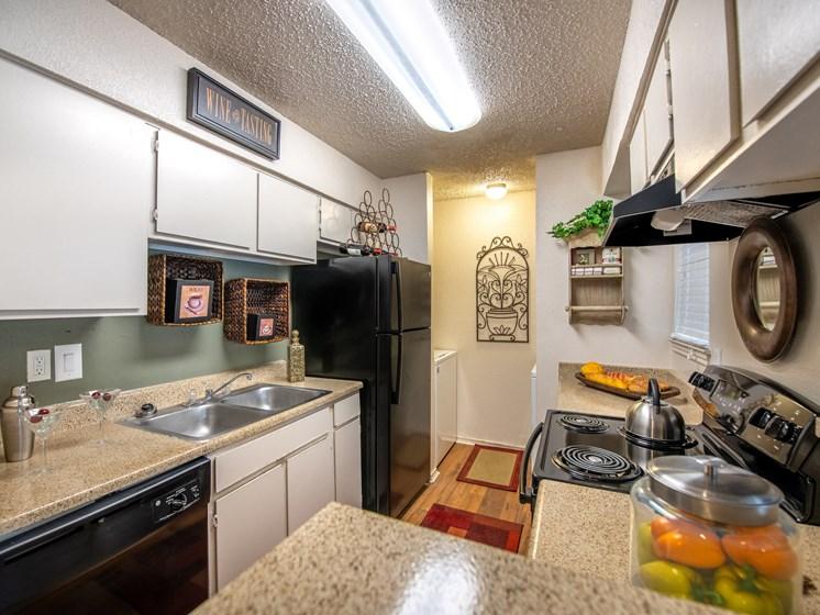 Dakota Ridge Apartments Kitchen