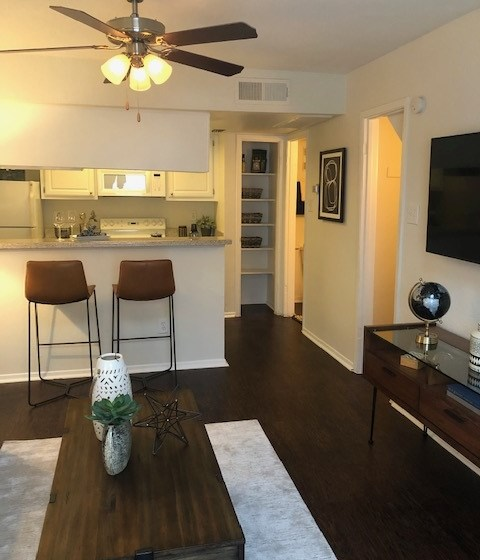 Turtle Pointe Apartments | Houston, TX | Spacious Floor Plans with Plank Flooring