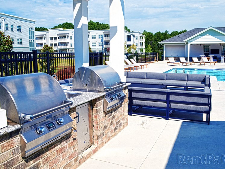 Outdoor Grilling Amenities The Indigo at Cross Creek