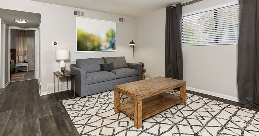 Carlyle Apartments | Shawnee, KS