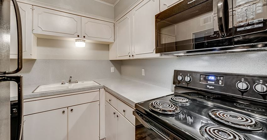 The Edmond Apartments in Waco For Rent Kitchen