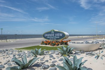 151 Grande View Drive 3 Beds Apartment for Rent Photo Gallery 1