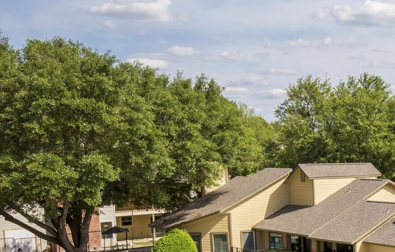 Pool Overview at Greenbrier Park Apartment Homes in Temple, Texas, TX