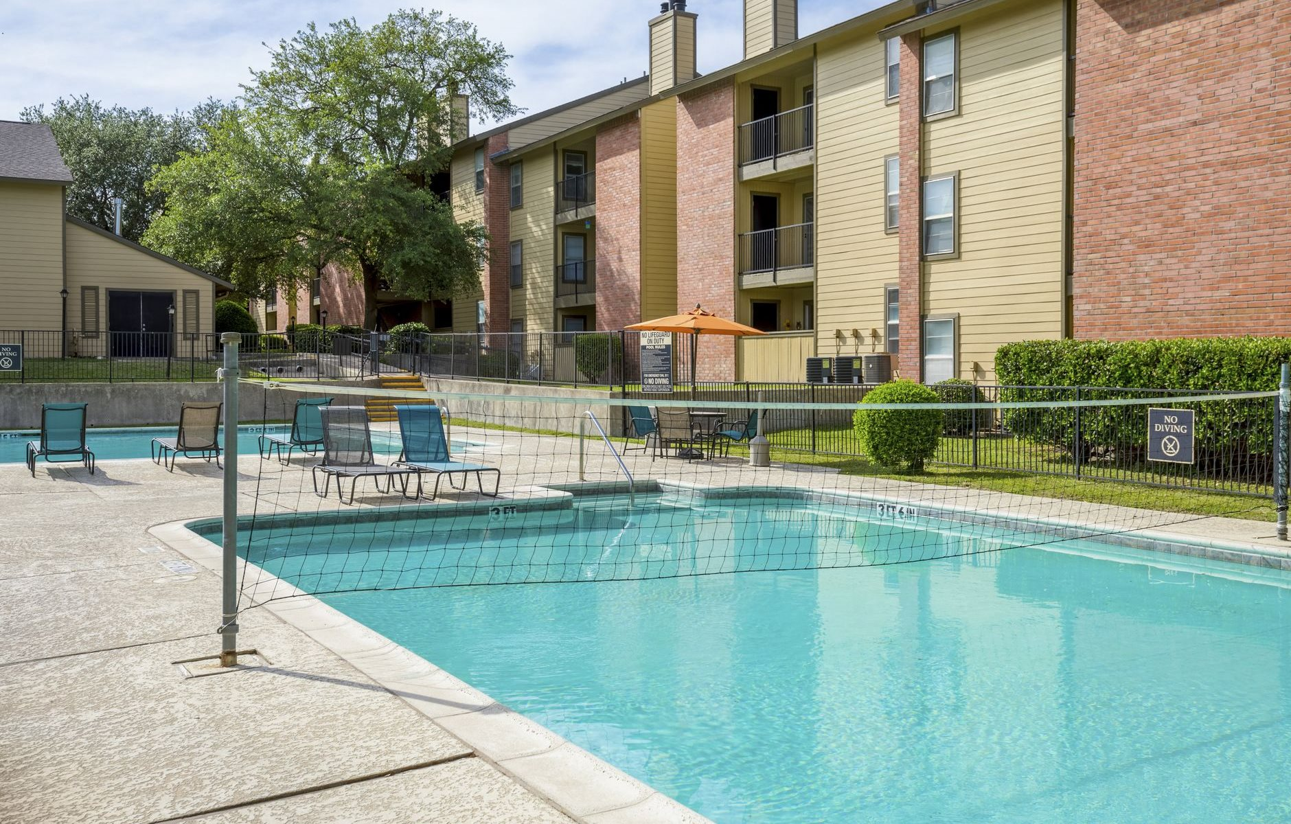 Water Volleyball Pool At Greenbrier Park Apartment Homes In Temple Texas Tx