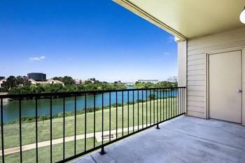 Jefferson Creek Apartments 800 W Royal Lane Irving Tx Rentcafe