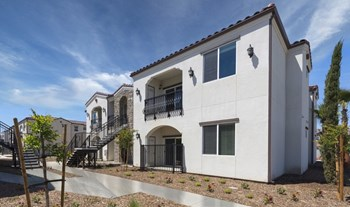 2311 N. Hillman Street 1 Bed Apartment for Rent Photo Gallery 1