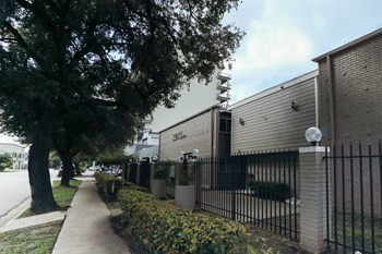220 West Alabama Studio Apartment for Rent Photo Gallery 1