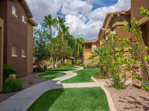 Lush Courtyards With Plantation at Painted Trails, Gilbert, Arizona