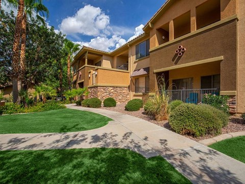 Courtyard With Green Space at Painted Trails, Gilbert, AZ, 85295
