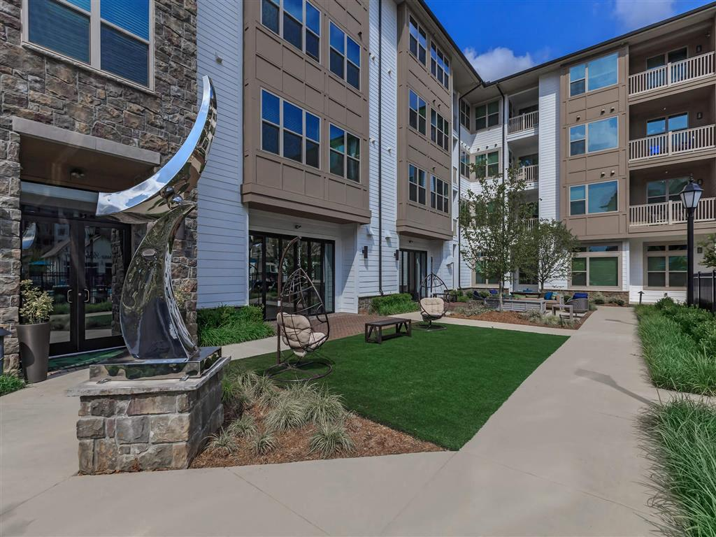 Courtyard With Green Space at Berewick Pointe, Charlotte, NC