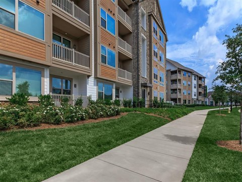 Safe Walking Paths In Courtyard at Berewick Pointe, Charlotte, 28278