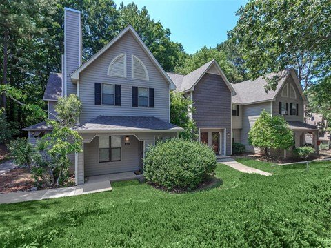 Exquisite Landscaped Garden at Edwards Mill Townhomes & Apartments, North Carolina