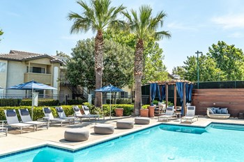 2400 Ridgeview Dr 1 Bed Apartment for Rent Photo Gallery 1