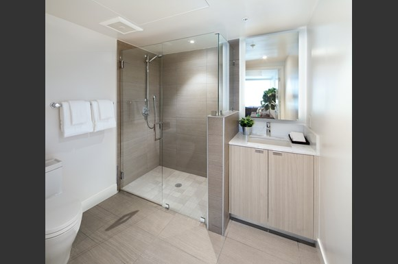 west-la-luxury-aparttment-1759-beloit-bathroom