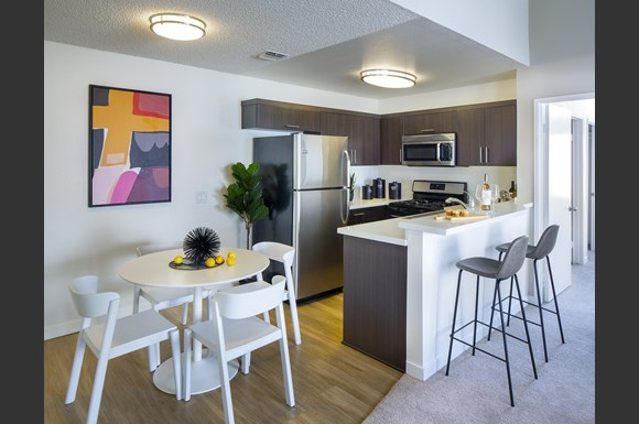 Northridge-Luxury-Apartment-Interior-Kitchen-and-Dining-Area