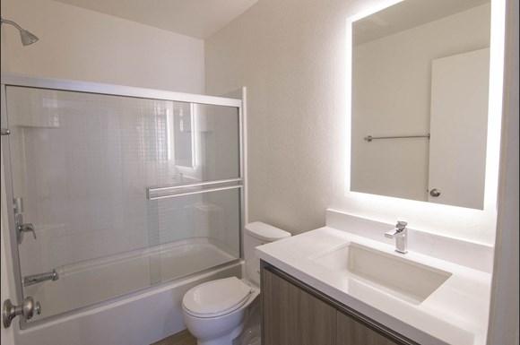 San-Fernando-Valley-Apartments-Warner-Center-unit-202-Bathroom