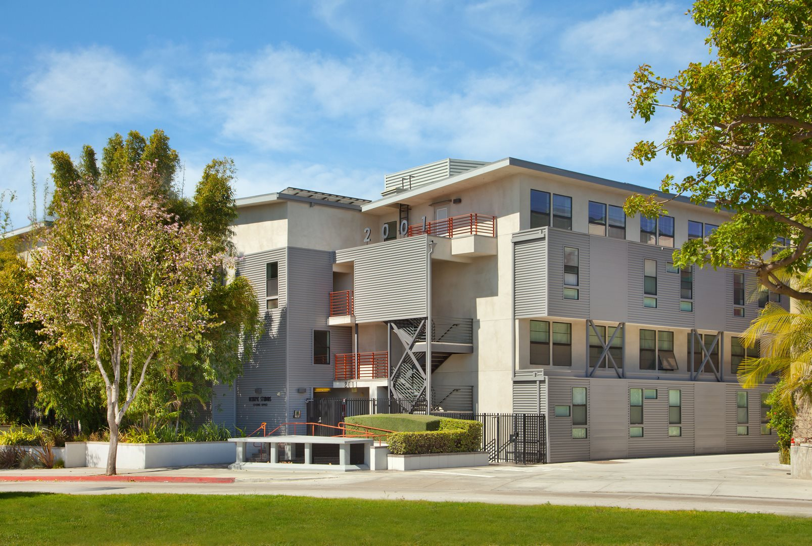 Santa-Monica-Affordable-Apartments-SAMO-Apartments-Olympic-Studios-Exterior-Facade