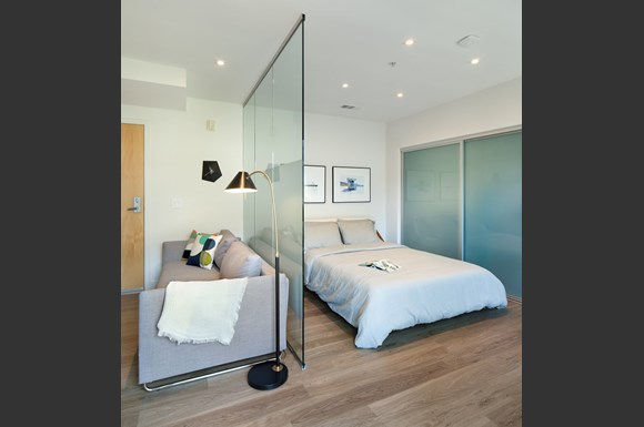 Santa-Monica-Furnished-Apartment-1539-4th-Street-Interior-Bedroom-Living-Room