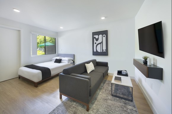 West-Hills-Apartments-mysuite-Bedroom-Junior-Suite-Bed-Couch