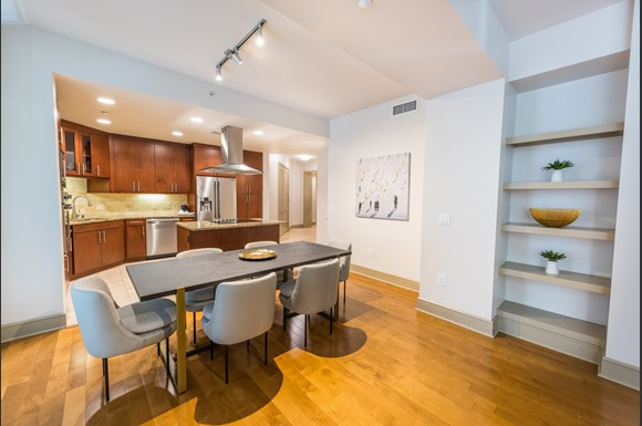Westwood Luxury-Apartments-Wilshire-Victoria--1bd-Dining