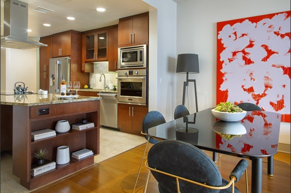 westwood luxury-apartments-wilshire-victoria-unit-401-kitchen