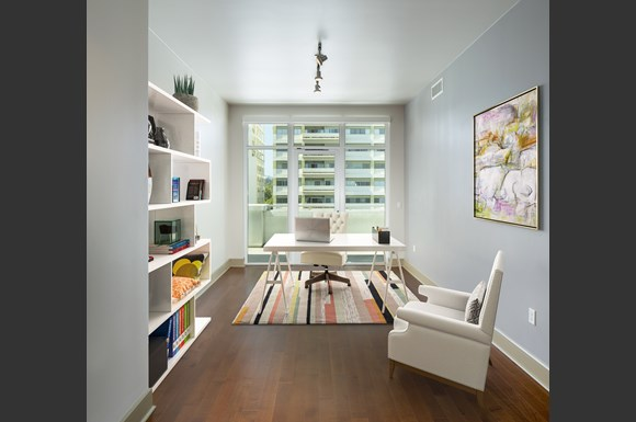 Westwood Luxury Apartments Wilshire Victoria  2bd den