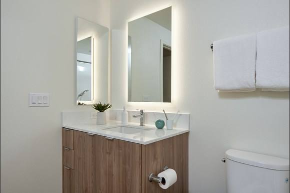 mysuite-at-superior-furnished-apartments-northridge-product-bathroom