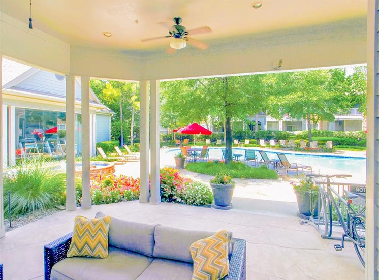 Ample outdoor lounges at The Remington at Memorial in Tulsa, OK, For Rent. Now leasing 1 and 2 bedroom apartments.