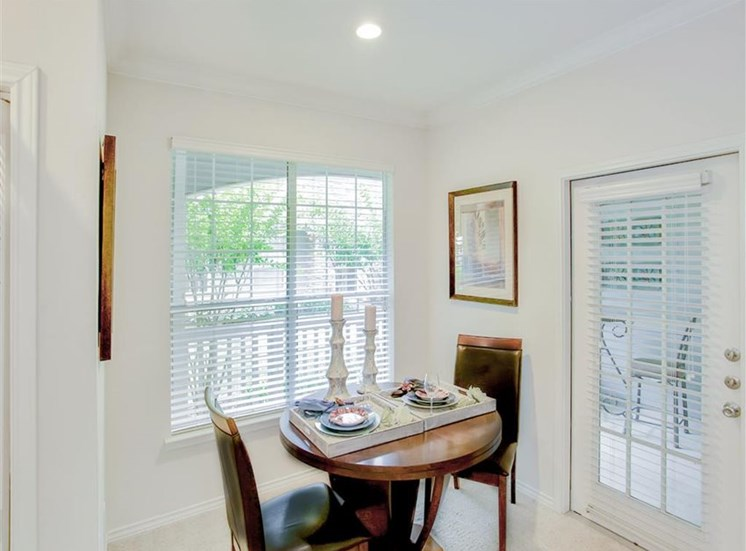 Breakfast Nook Dining room at The Remington at Memorial in Tulsa, OK, For Rent. Now leasing 1 and 2 bedroom apartments.