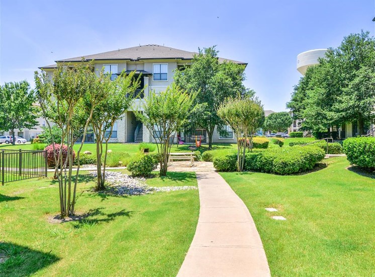 Lush landscaping of Cypress Lake at Stonebriar Apartments in Frisco, TX, For Rent. Now leasing 1, 2 and 3 bedroom apartments.