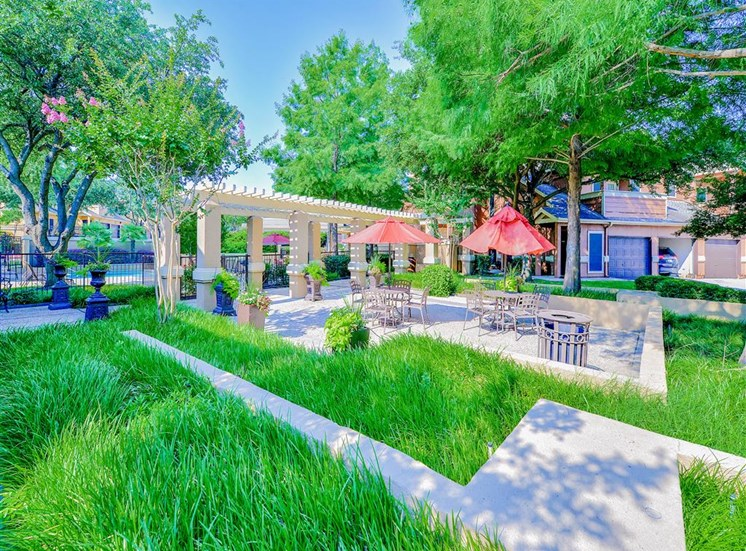 Lush outside dining area at The Winsted at Valley Ranch in Irving, TX, For Rent. Now leasing 1 and 2 bedroom apartments.