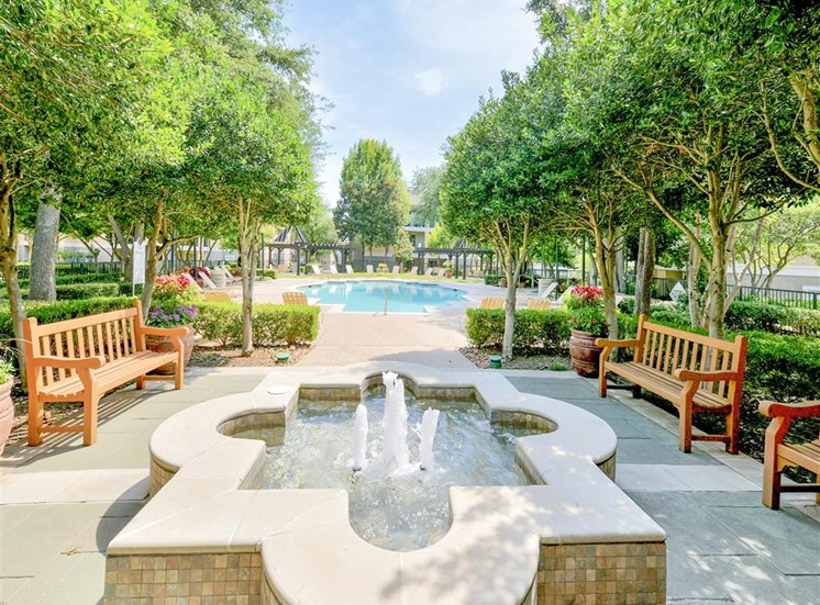 Fountain and resort pool at Saxony at Chase Oaks in North Plano, TX, For Rent. Now leasing 1, 2 and 3 bedroom apartments.