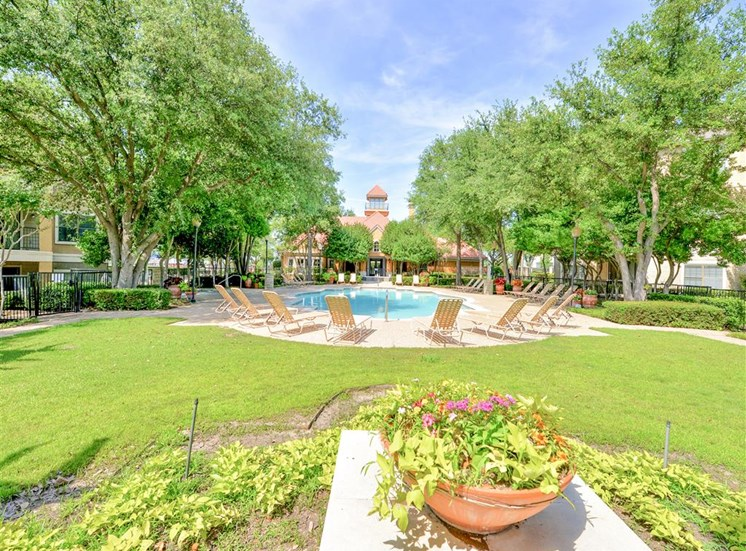 Family friendly pool of Saxony at Chase Oaks in North Plano, TX, For Rent. Now leasing 1, 2 and 3 bedroom apartments.