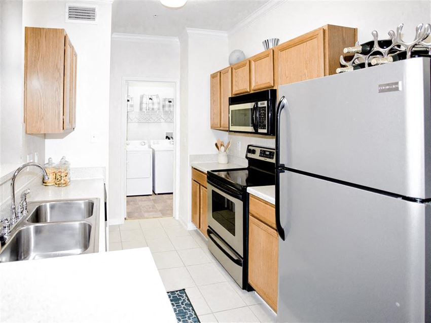 Stainless steel appliances Estancia Apartments 1, 2, and 3 bedroom apartments for rent south Tulsa