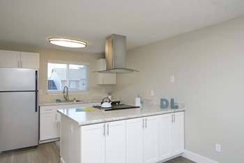 15405 Des Moines Memorial Drive 3 Beds Apartment for Rent Photo Gallery 1
