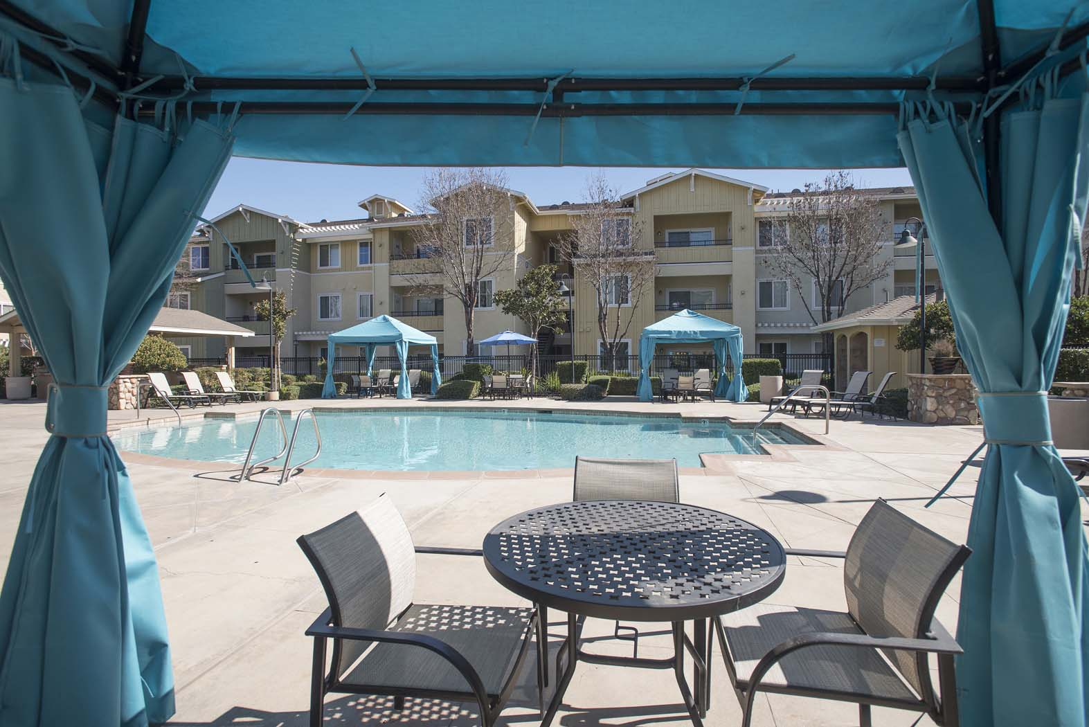 Shaded Lounge Area By Pool at Waterstone Apartment Homes, Tracy, 95377