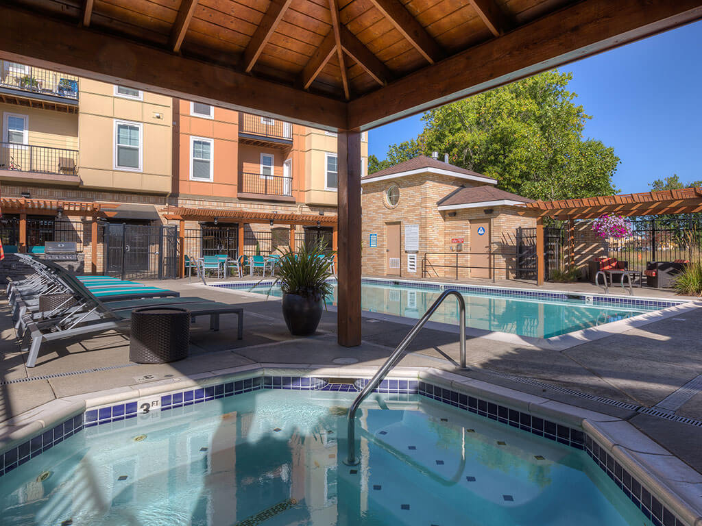 Hot Tub And Swimming Pool at Domaine at Villebois Apartment Homes, Wilsonville, Oregon