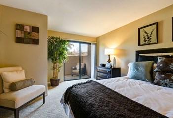 10802-B Camino Ruiz 2 Beds Apartment for Rent Photo Gallery 1