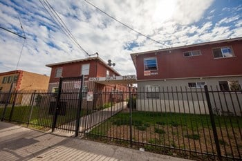 14612-14654 Blythe Street 3 Beds Apartment for Rent Photo Gallery 1